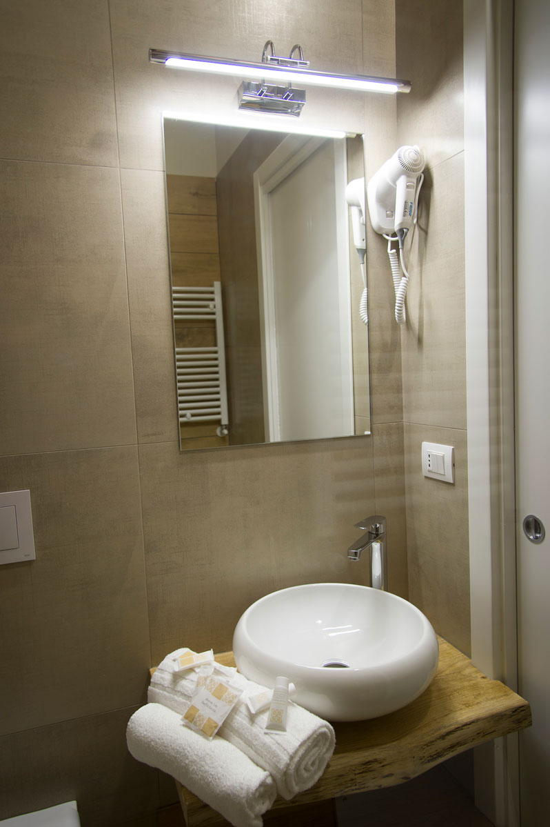 Bagno della Camera BLUE HARBOR del Bed and Breakfast in Fiumicino Le Boutique Luxury Resort