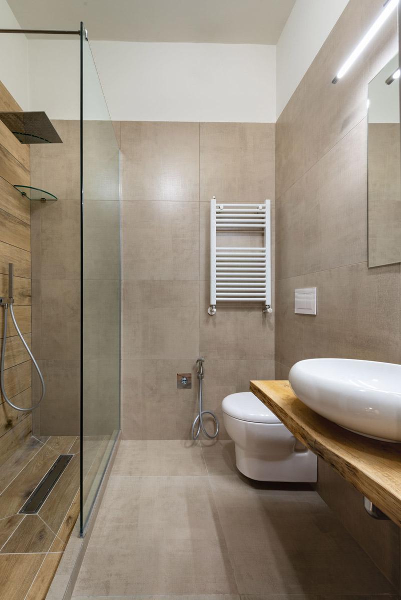 Bagno della Camera INDUSTRIAL del Bed and Breakfast a Fiumicino in Via della Torre Clementina 80