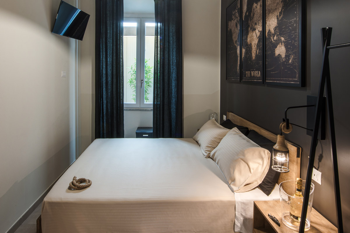 Camera INDUSTRIAL del Bed and Breakfast a Fiumicino in Via della Torre Clementina 80