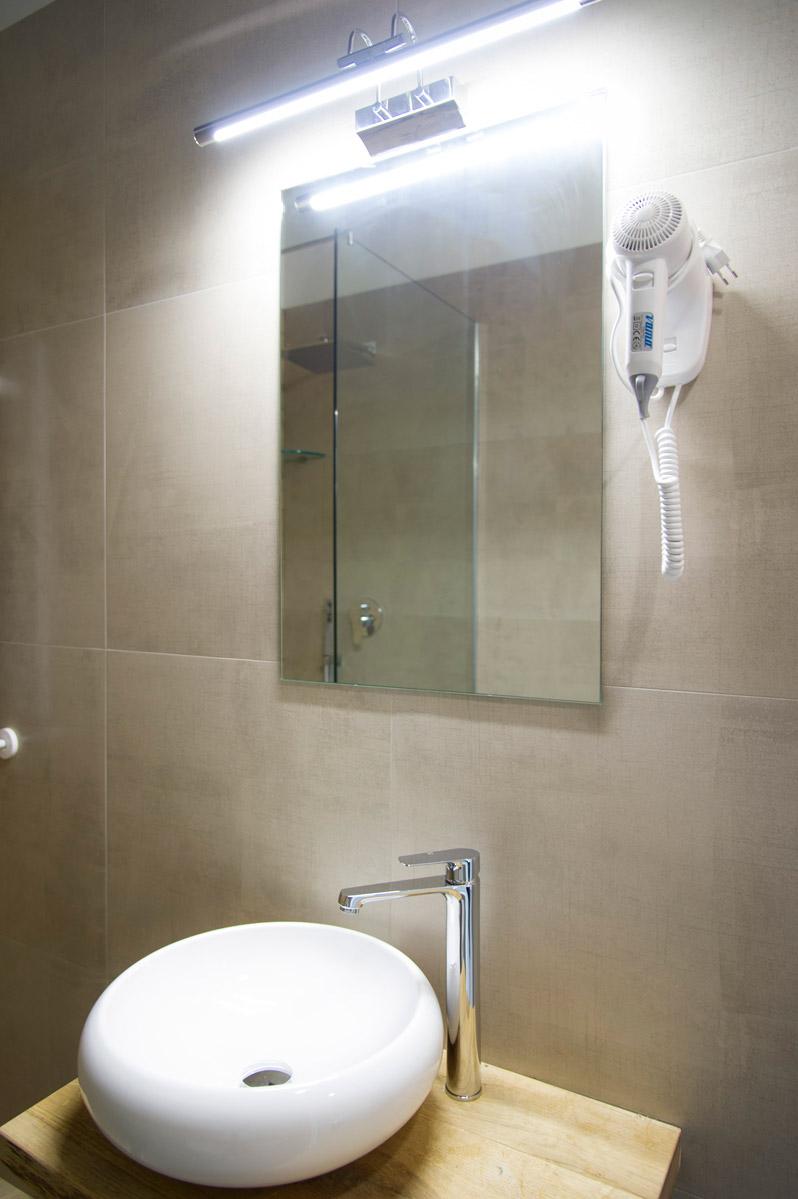 Bagno della suite GOLDEN del Bed and Breakfast a Fiumicino in Via della Torre Clementina 80